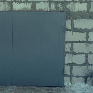 Гаражные распашные ворота (лист стали 2 мм). Рама уголок.