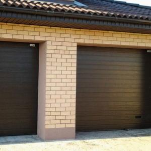 Подъемные секционные гаражные ворота под ключ
