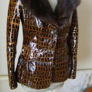 Продам новую кожаную куртку с мех. воротником (норка)